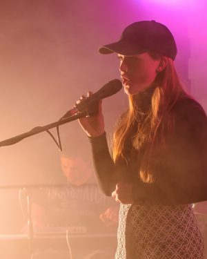 Tyne (Grace Sarah) performing live