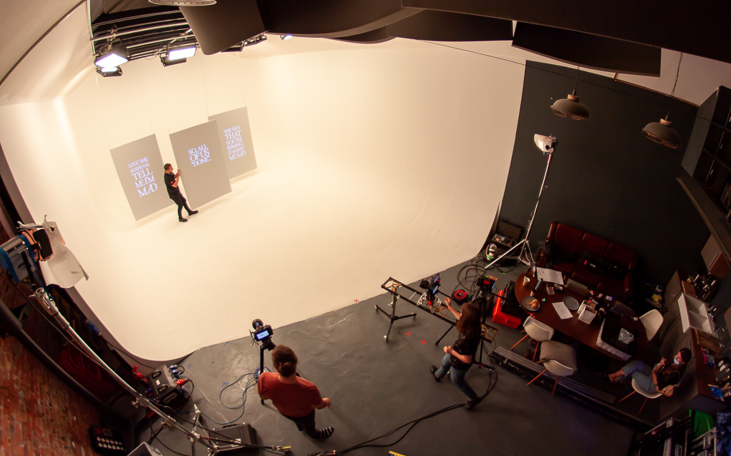 Adjusting projection screens on set for the Lie Like You Want Me Back music video, left to right: Gareth Nunns, Kitt Sullivan, Sabina Claici. Yumi Zounma Truth or Consequences (Alternate Versions) video shoot at Hackney Studios during July 2020.